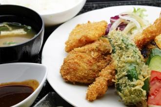 鳳がきと海老、いか、野菜のミックスフライ定食
